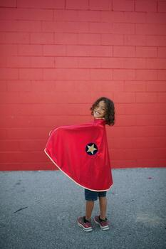 Kolli: 2 Reversible Wonder Cape, Red/Gold, Size 5-6
