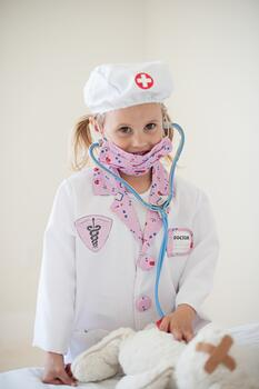 Kolli: 2 Pink Doctor Set Includes 8 Accessories, Size 5-6