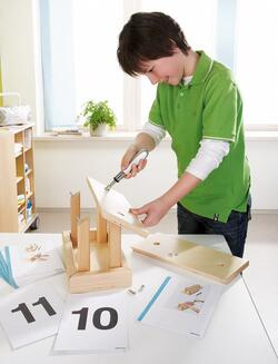 "Kolli: 1 Motor Skills Assembly Kit ""Bird House"""